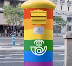 Correos celebra el Orgullo LGTBI con arcoíris en furgonetas, buzones y oficinas y con un sello especial
