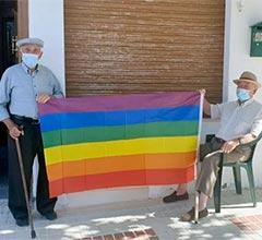 Villanueva de Algaidas retira la bandera LGTBI del ayuntamiento tras la queja de tres vecinos y el resto coloca 400 en sus casas