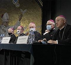 """Los obispos polacos quieren crear """"clínicas"""" para que las personas LGBTQI+ """"recuperen su orientación sexual natural"""""""