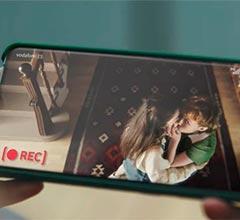 El polémico anuncio de Vodafone sobre dos adolescentes lesbianas